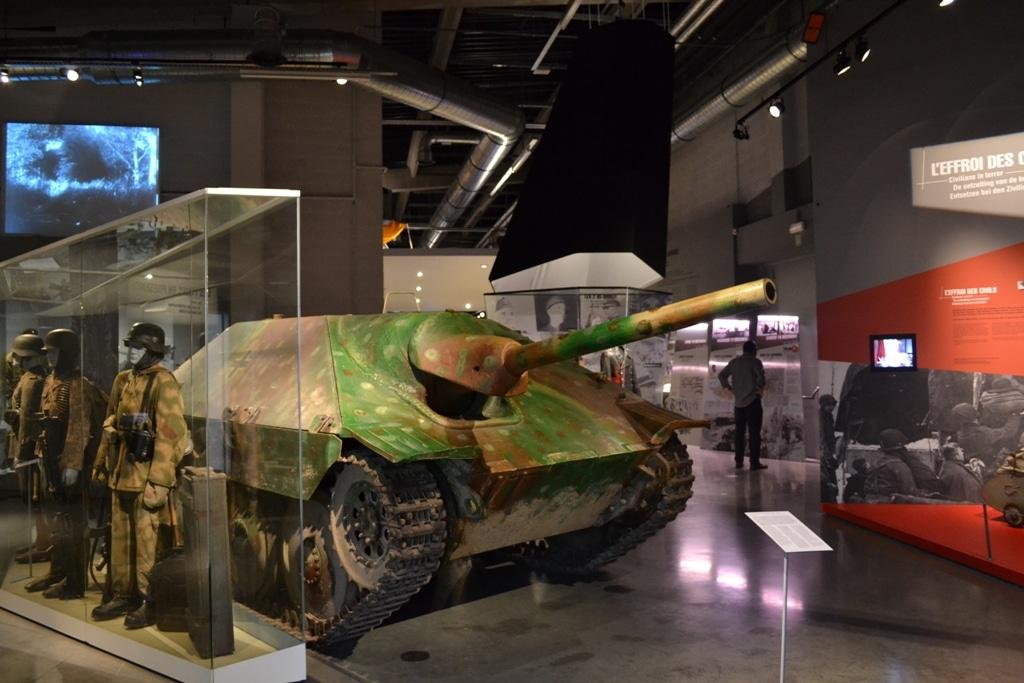 Bastogne War Museum, char de guerre d'exposition dans le musée. - Activités sur le sentier de la mémoire
