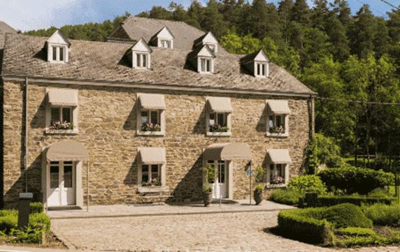 Le Moulin de Daverdisse, hôtel 4 étoiles, dans son cadre verdoyant. - Tout savoir pour préparer sa randonnée en Ardennes