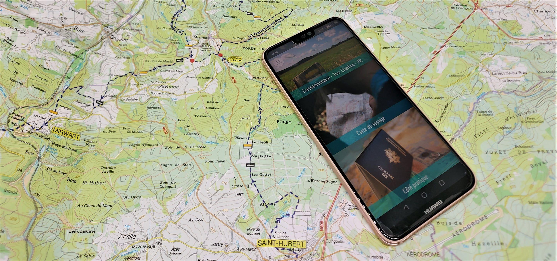 Mobiele telefoon ingeschakeld en op een IGN kaart geplaatst